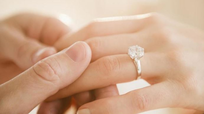 Buy the perfect diamond engagement rings